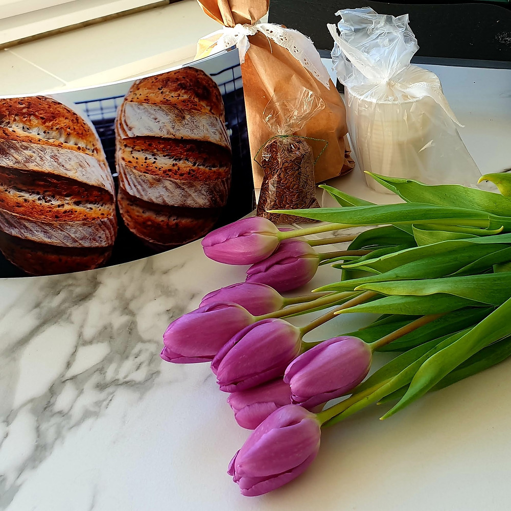You do not sell sourdough bread, you gift it. I received this wonderful gift from Lavinia's cakes and buttons. It came wrapped with care and accompanied by fresh flowers. Needless to say that it brightened my day.