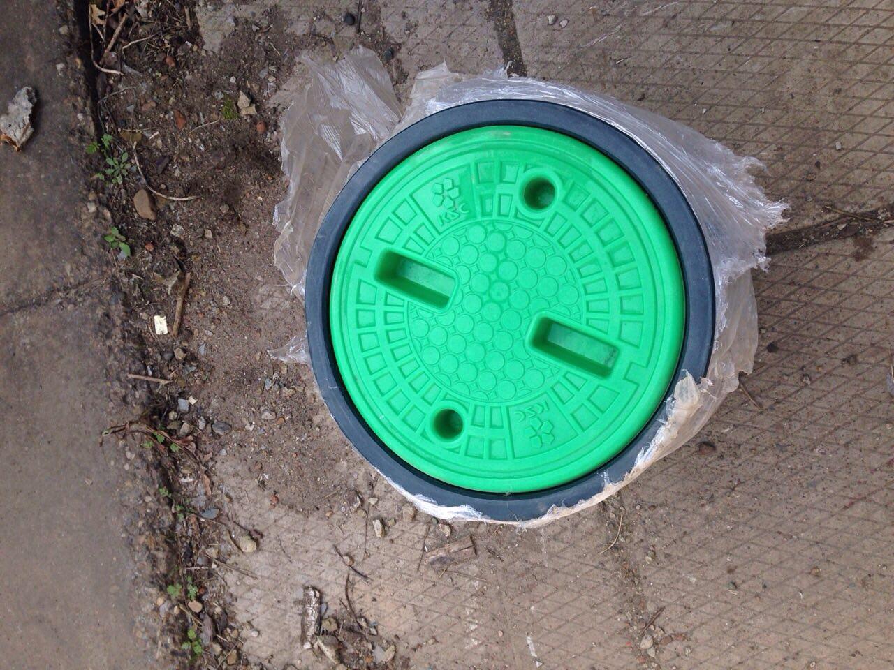 Люк для телефонного колодца зеленый