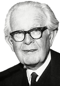 Jean-Piaget_edited.png