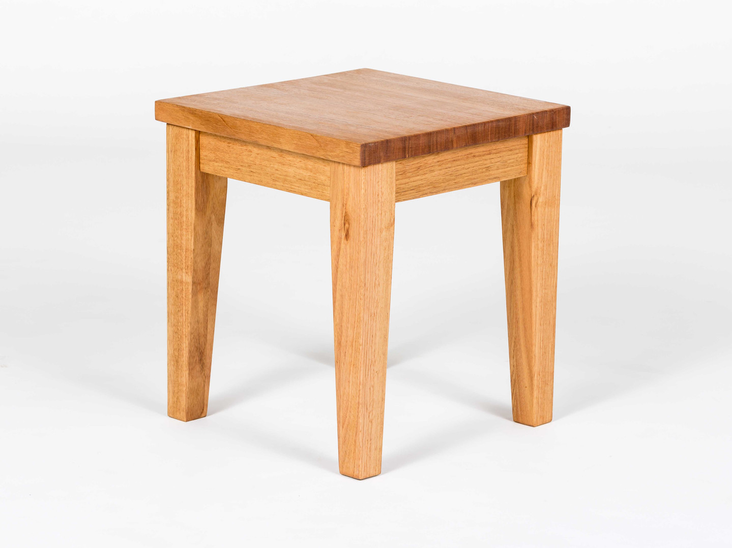 SIDE_TABLE_ONE_SMALL_ROOM.jpg