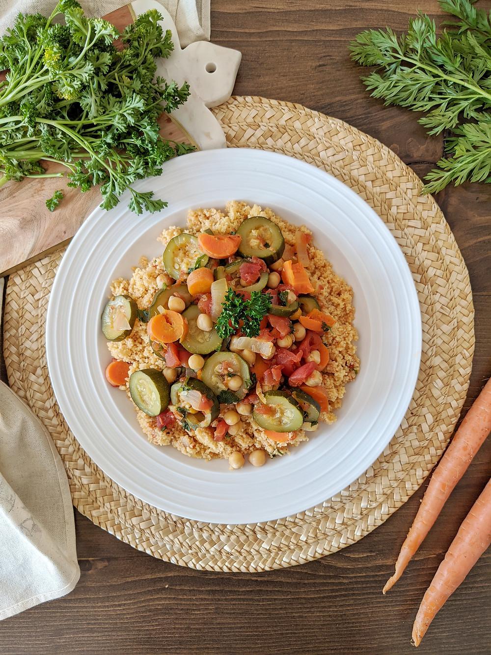 Couscous végétalien aux légumes et pois chiches