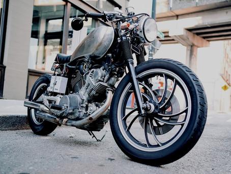 Casal de acidente em que homem ficou pendurado em cabine viajava com 'moto dos sonhos'