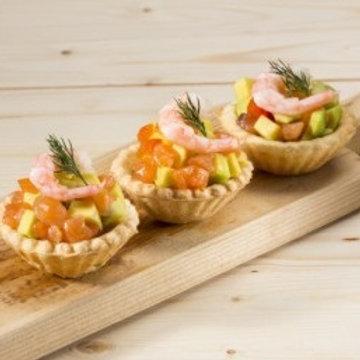 Тарталетка с салатом из креветок, лосося и авокадо 25 гр