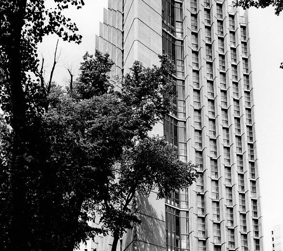 Bâtiment terminer de la résidences des jeunes filles, Université de Montréal, Québec, Guy Dubois, Collection personnelle de Jacques-Gilles Caron