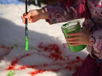 """Конкурс рисунков на снегу """"Яркий снег"""""""
