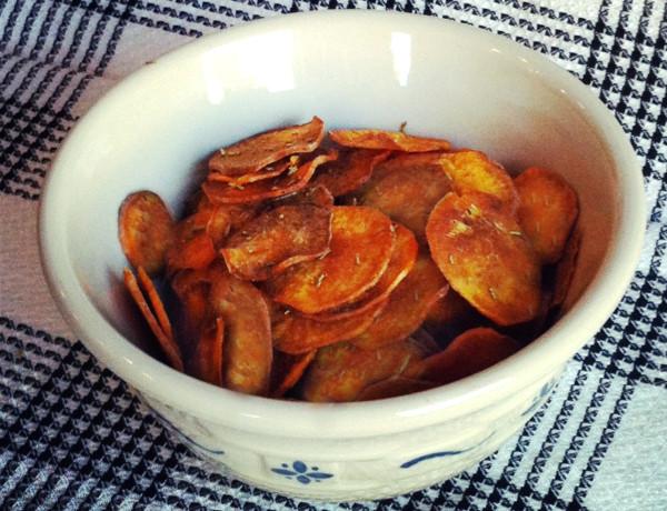rosemary-sweet-potato-chips_plaidandpaleo-3.jpg