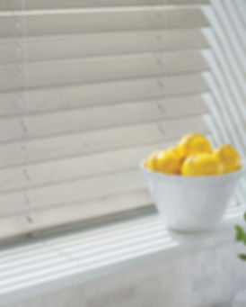 hunter-douglas-everwood-blinds-kitchen.j