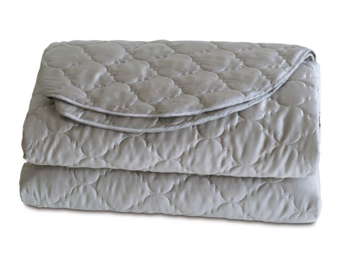 Luxury coverlet in cotton sateen in color dove