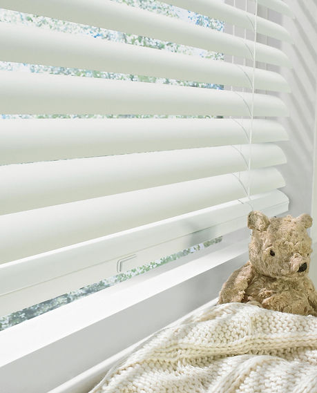 Hunter Douglas Modern Precious Metals wide horizontal blinds with easy lift system in kids room