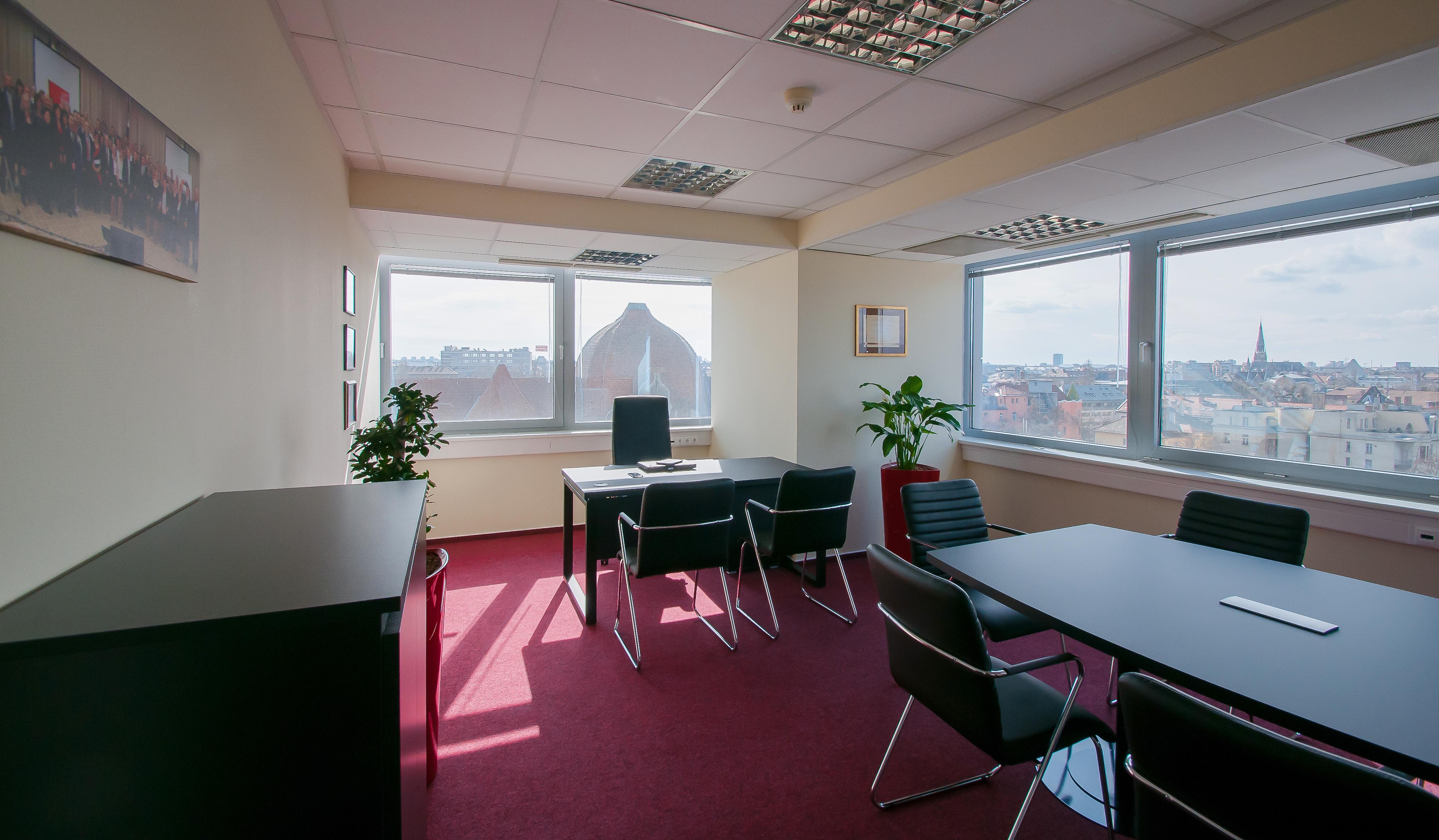 Vezetői Iroda Főnöki asztal