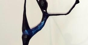 Danseuse GRS au ruban bleu