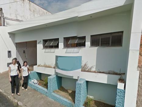 Centro 3 salas, 2 banheiros, copa, garagem. R$ 1.100,00 + IPTU