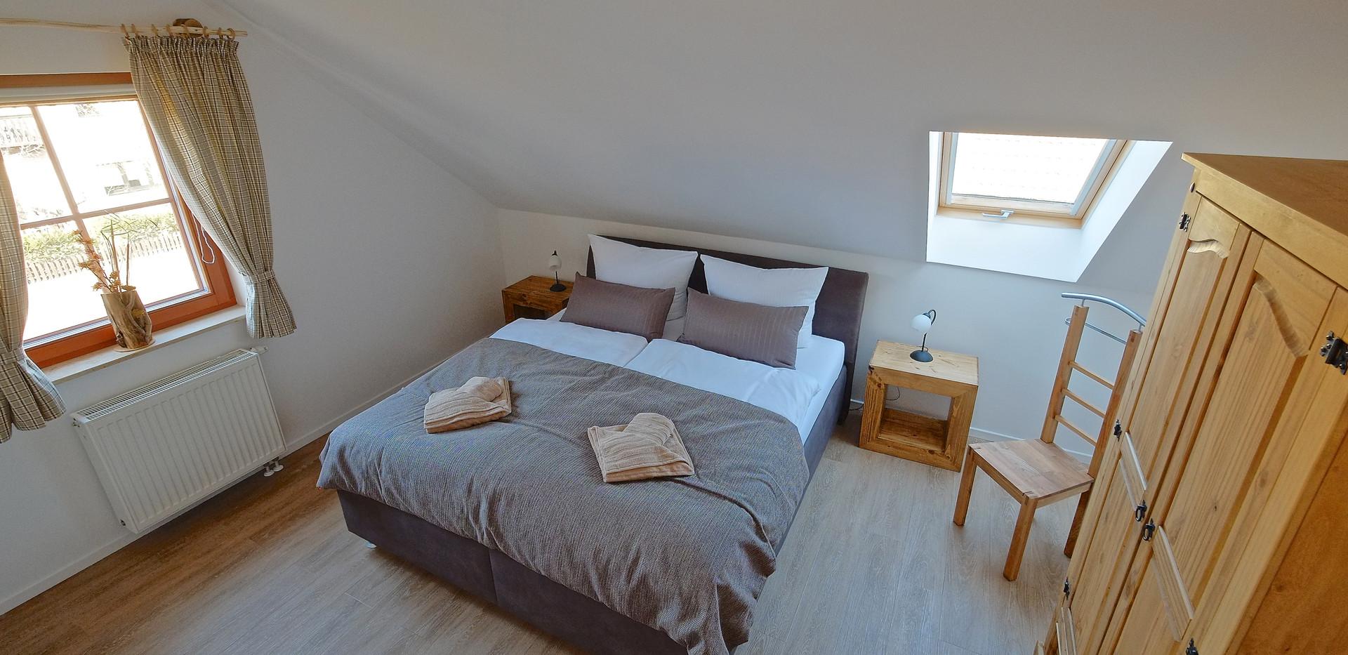 Schlafzimmer 1,DG.JPG