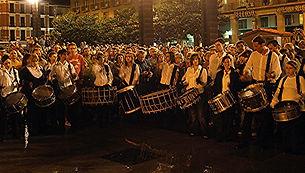 grupo de los campanarios tocando plaza d