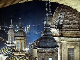 vista de las torres lloviendo.JPG