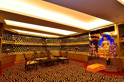 Luxurious and elegant memorial hall to enshrine ancestol table