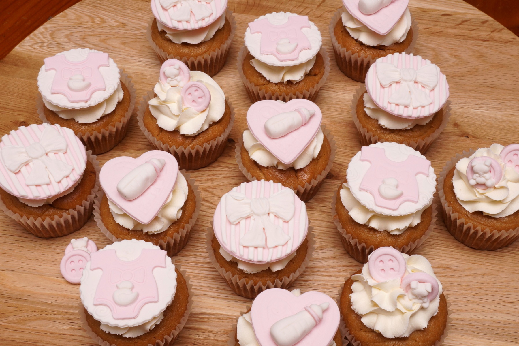 Pink Baby shower cupcakes 7.04.19