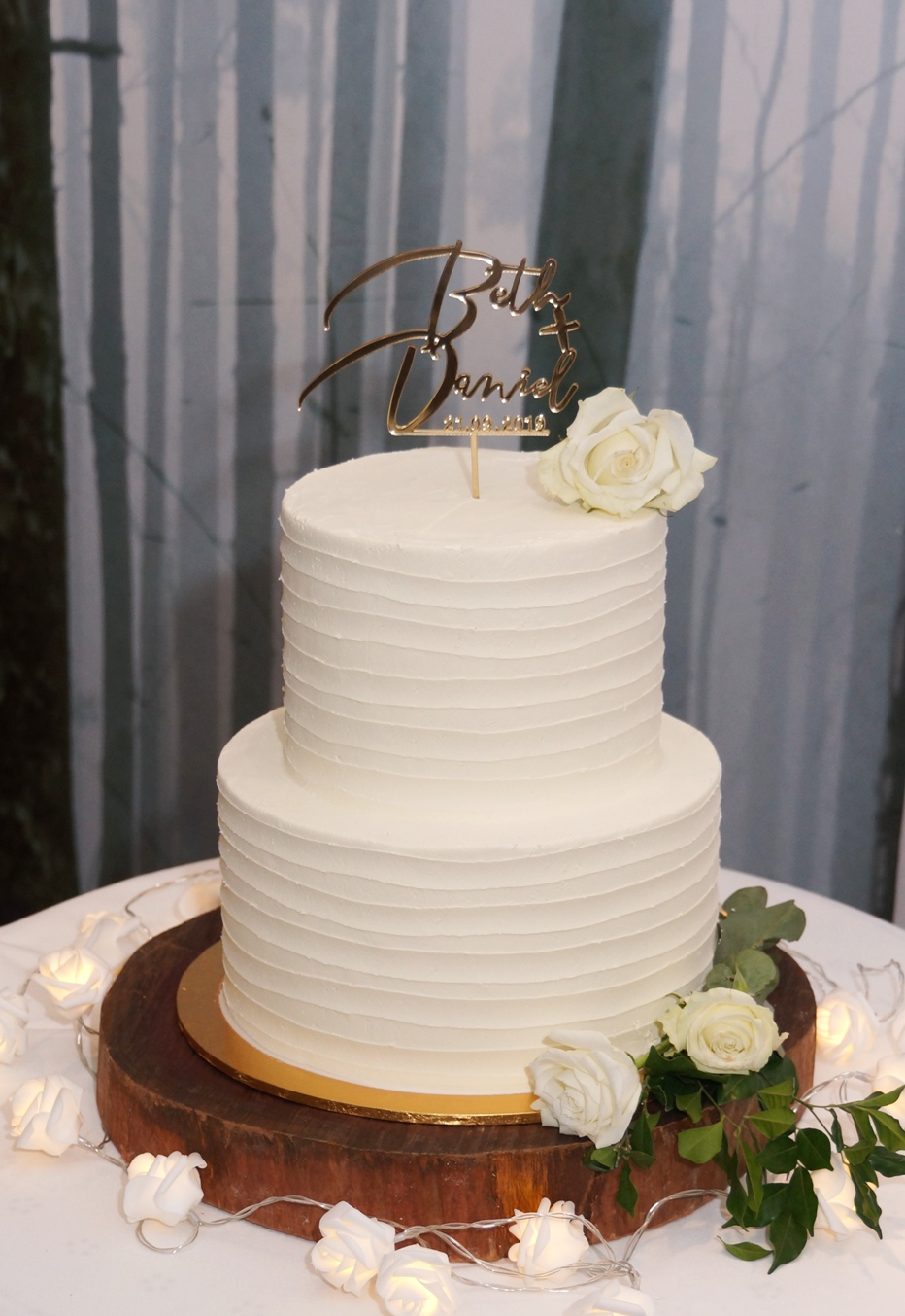 2 Tier Lined buttercream with fresh whit