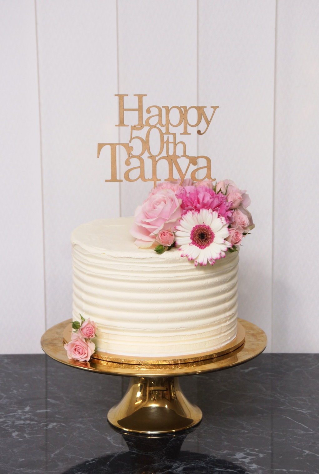 1 Tier lined buttercream wtih fresh flow