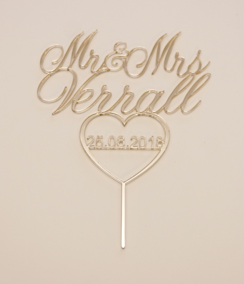 Mr & Mrs with heart and date in Gold mir