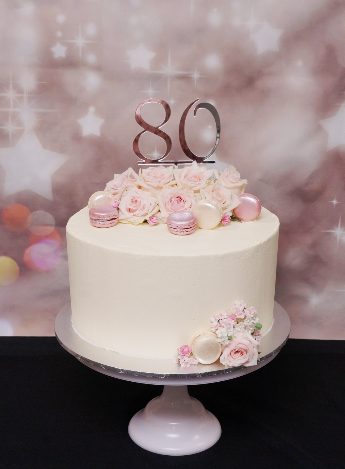 1 Tier Smooth Buttercream with Macarons