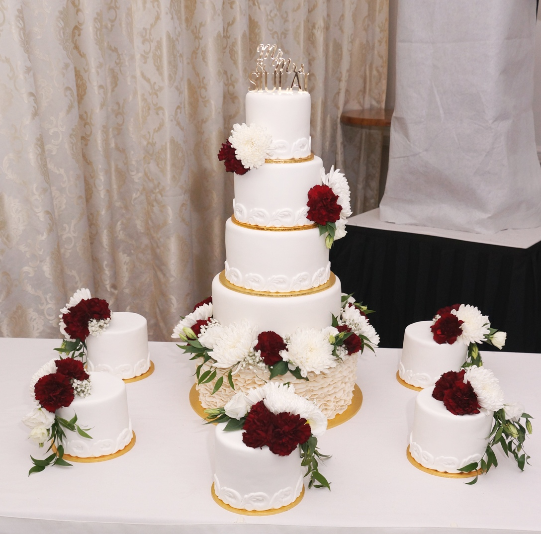 10 Tier Wedding Cake with fresh Flowers
