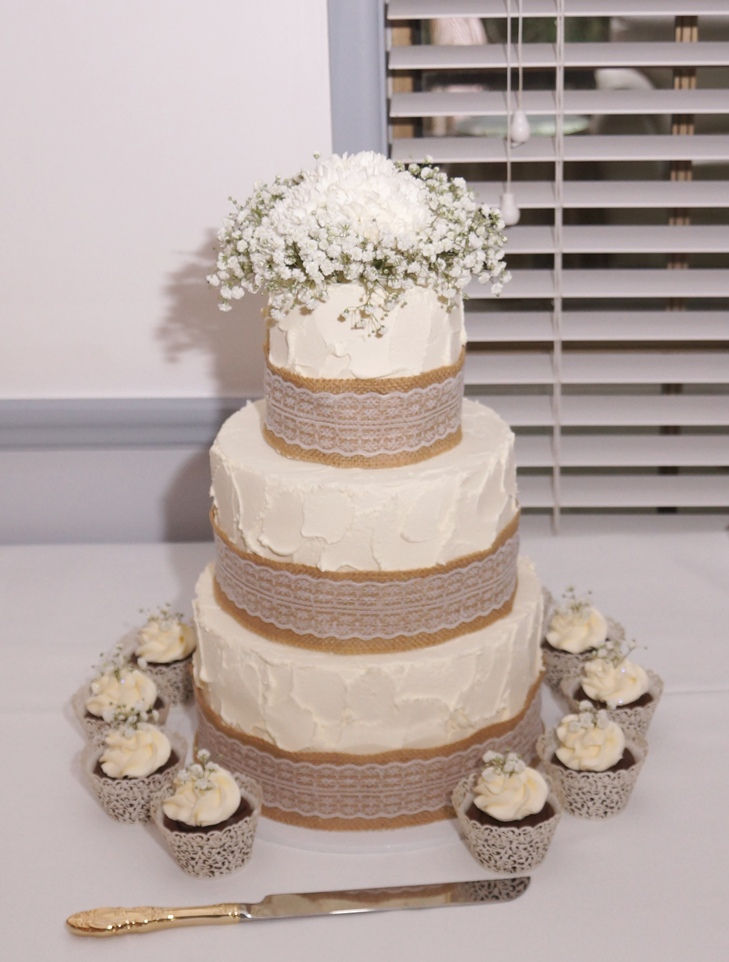 3 tier rustic buttercream with hessian a