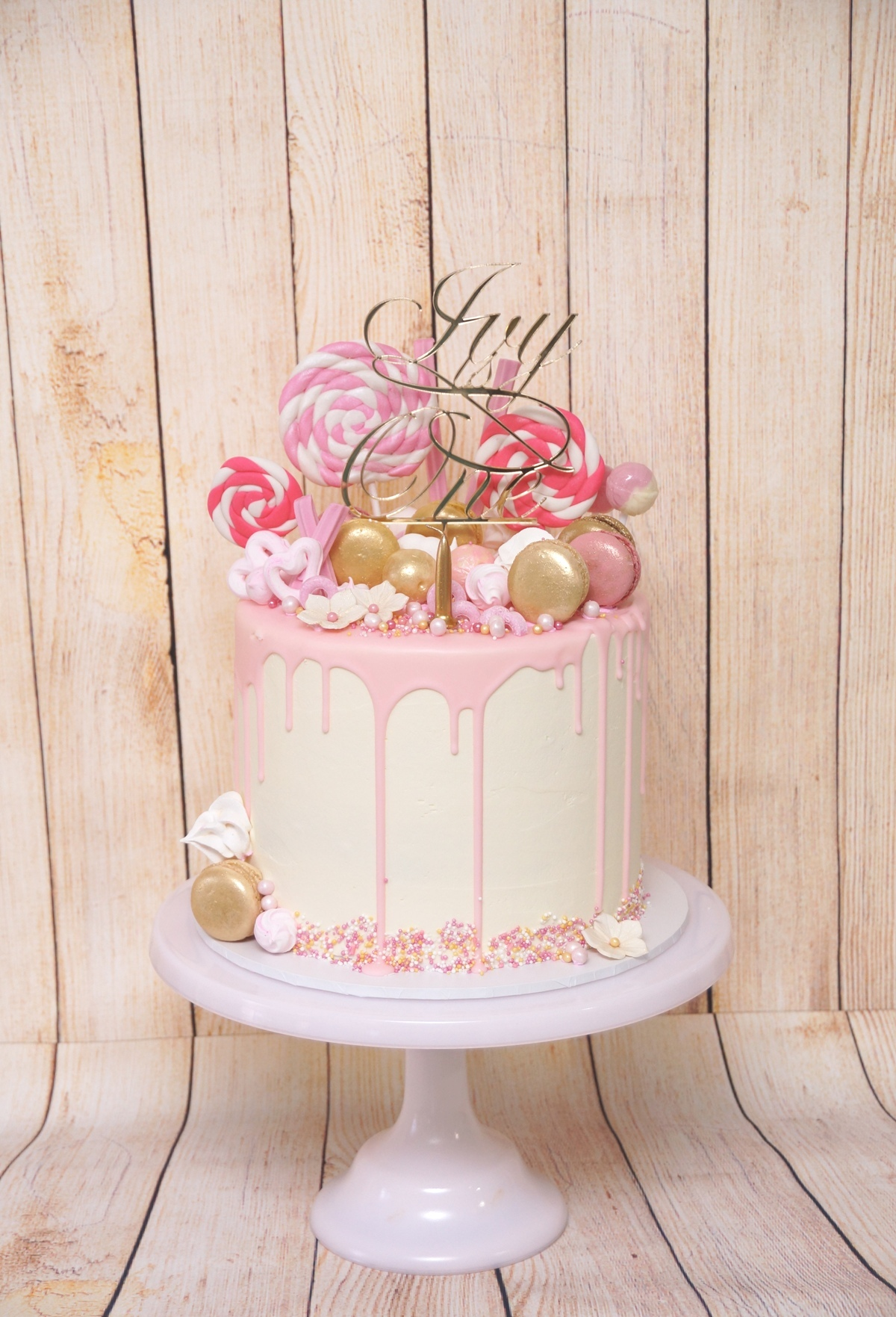 1 Tier Pink & Gold with macarons 1
