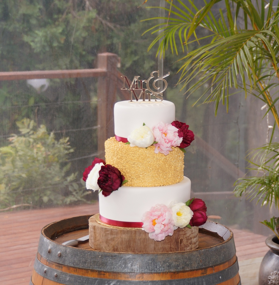 Gold confetti wedding cake 2
