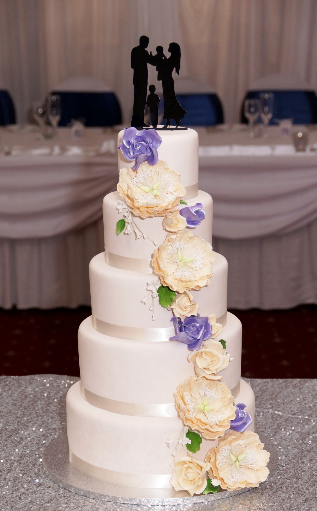 5 Tier Ivory Fondant with Ivory & Mauve