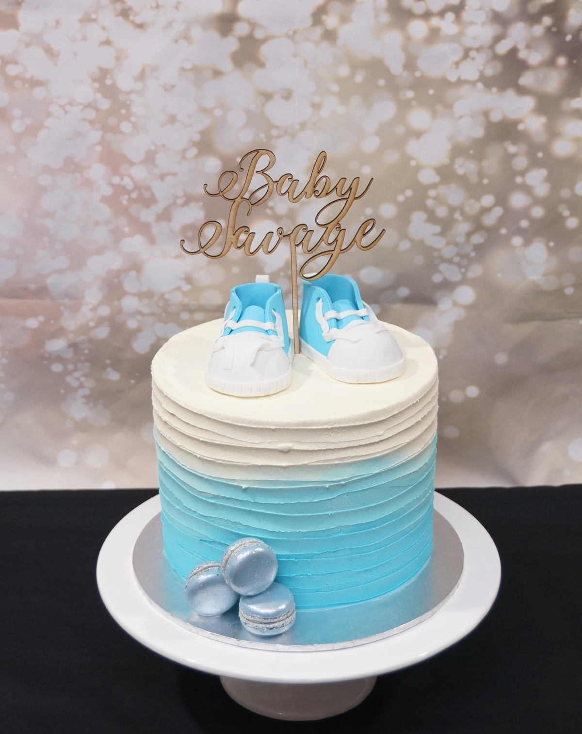 Blue & White Ombre buttercream with blue