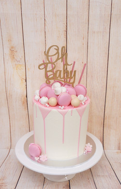 1 Tier White Buttercream with Pink choc