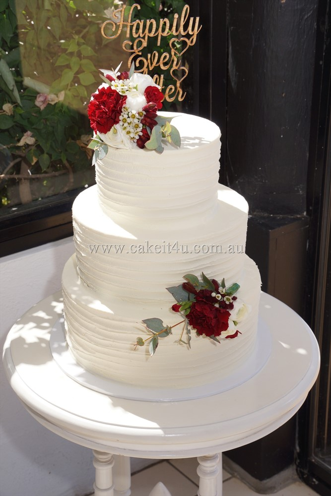 3 Tier Textured buttercream Wedding Cake with Fresh Flowers 26.08.17 1