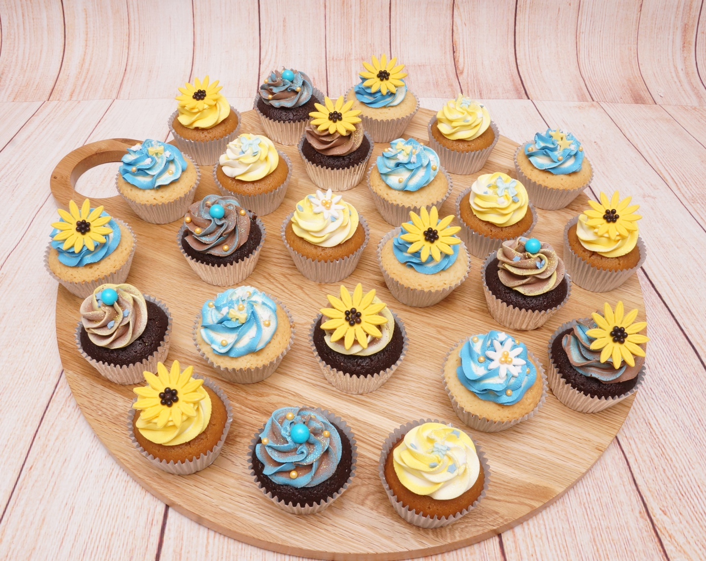 Yellow and blue cupcakes 2