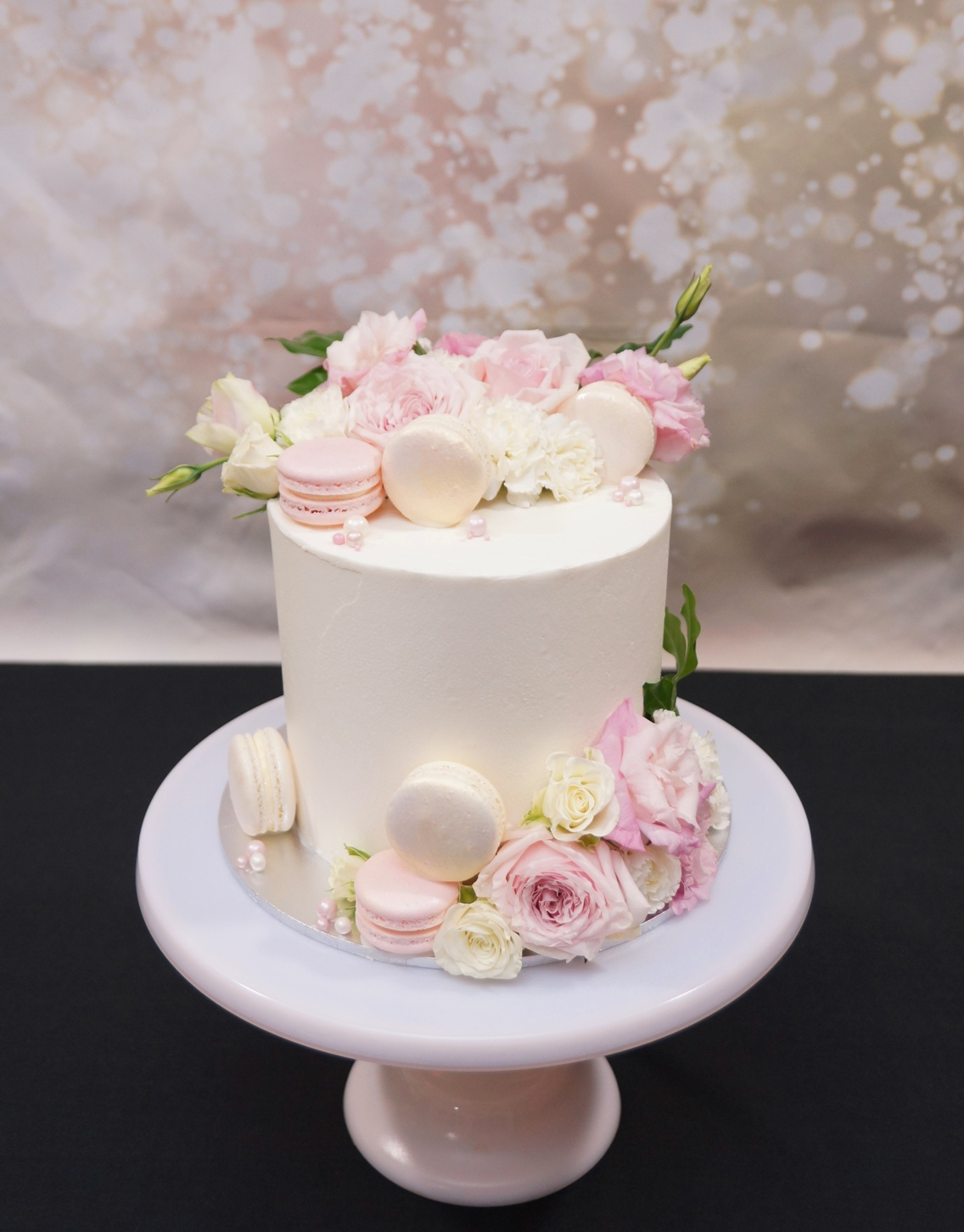 1 Tier smooth buttercream with fresh flo