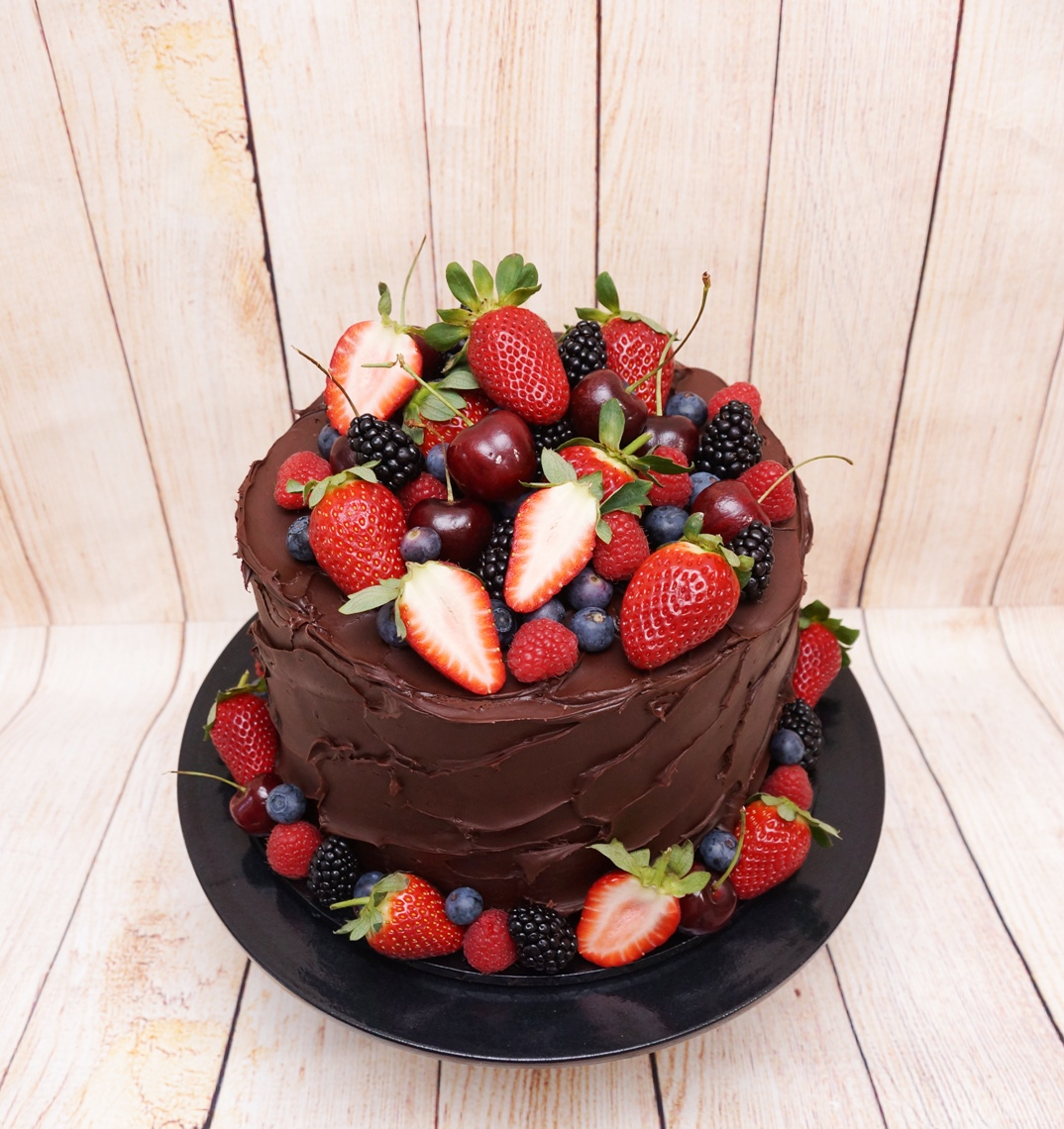 Chocolate ganache with fresh berries 2