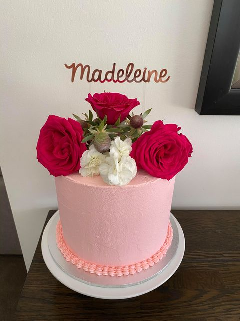 1 Tier Pink buttercream with fresh flowe
