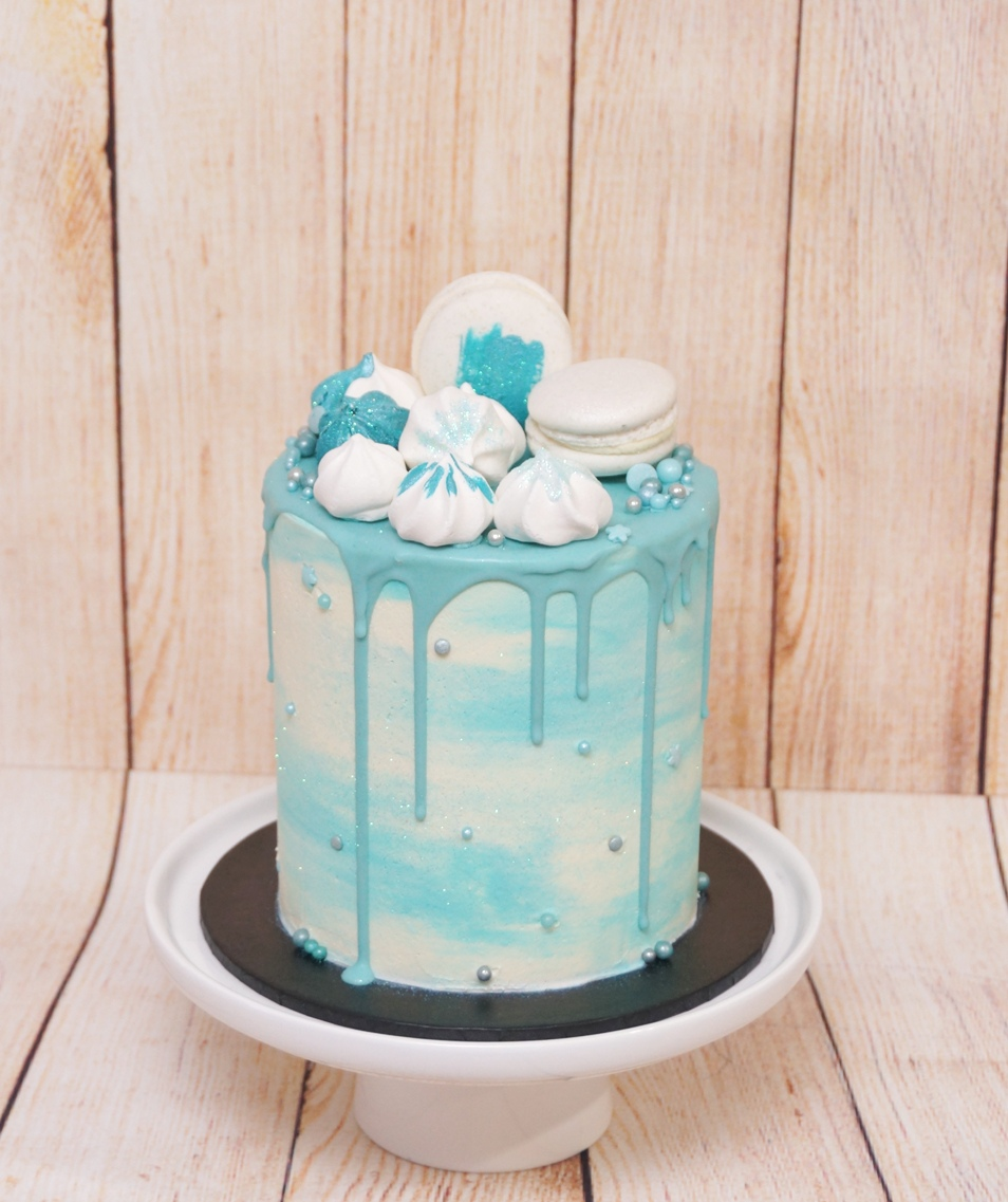 Aqua marble buttercream with macarons &