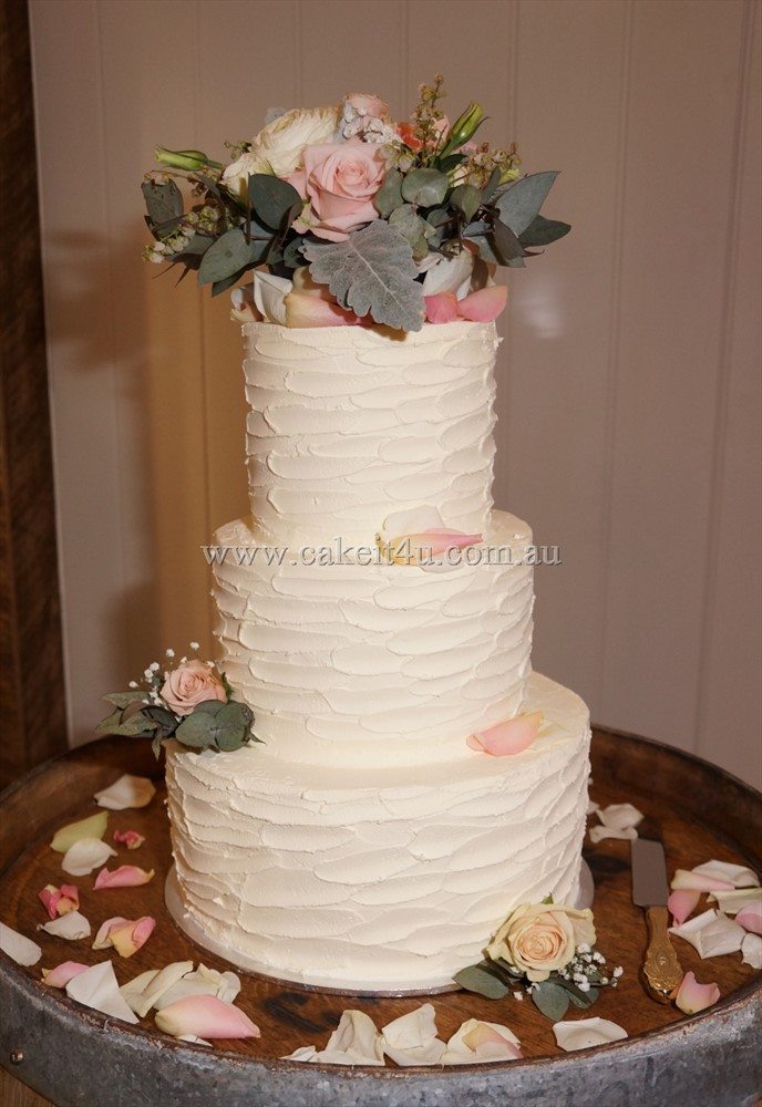 3 Tier rustic buttercream with fresh flowers 30.09.17 2