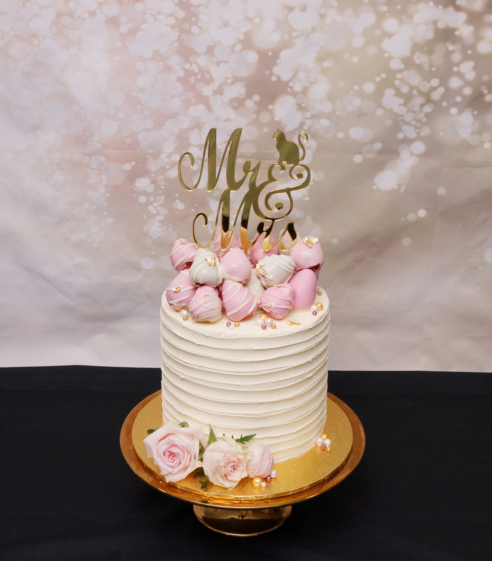 1 Tier lined white buttercream with pink