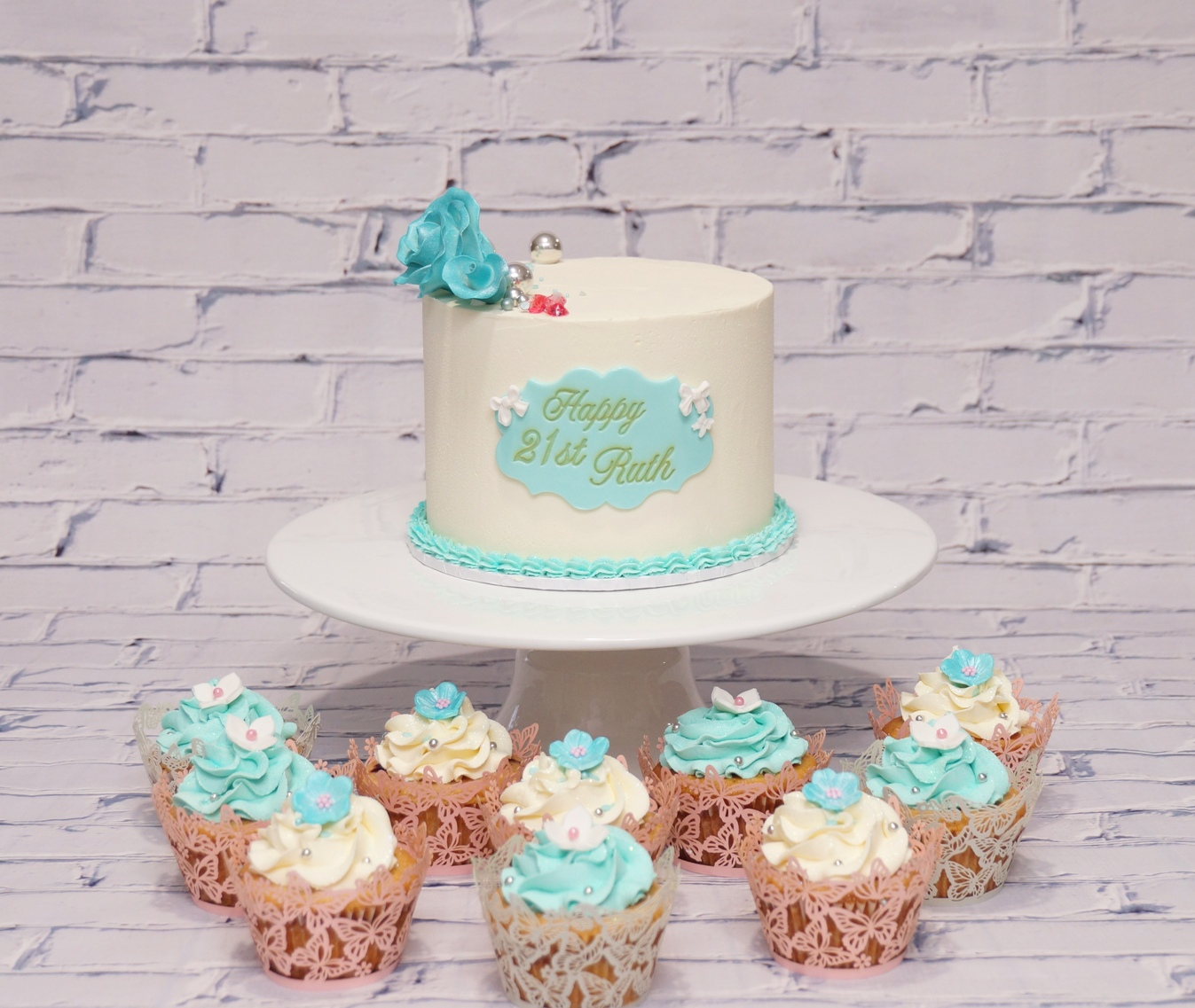White & Aqua top tier with cupcakes 2