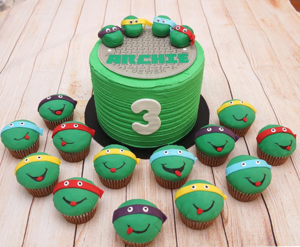 TMNT Cake & Cupcakes 1