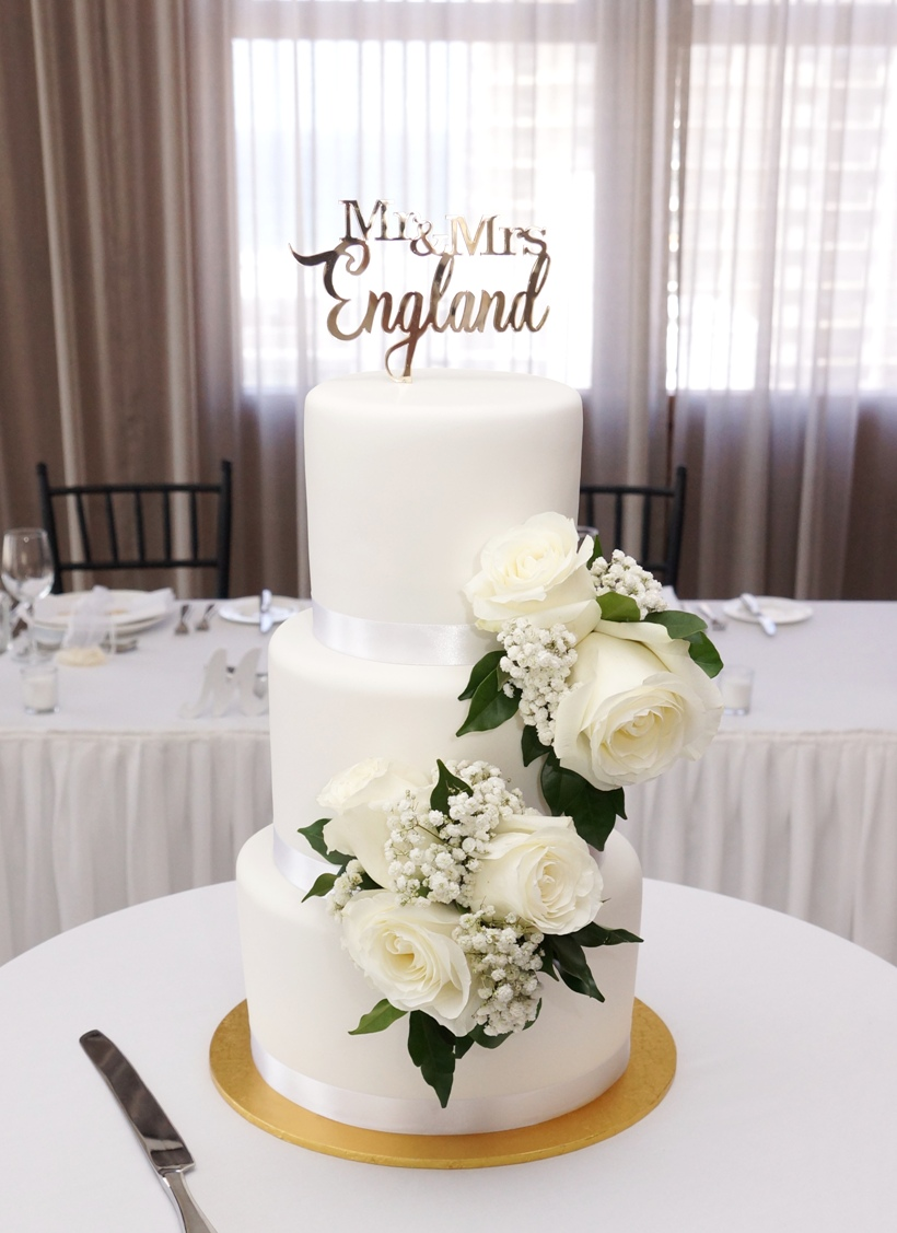 White Fondant with White Roses 1