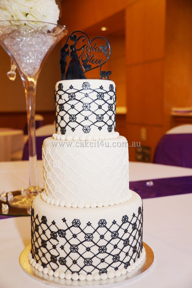 Ivory Fondant with Black Lace 1
