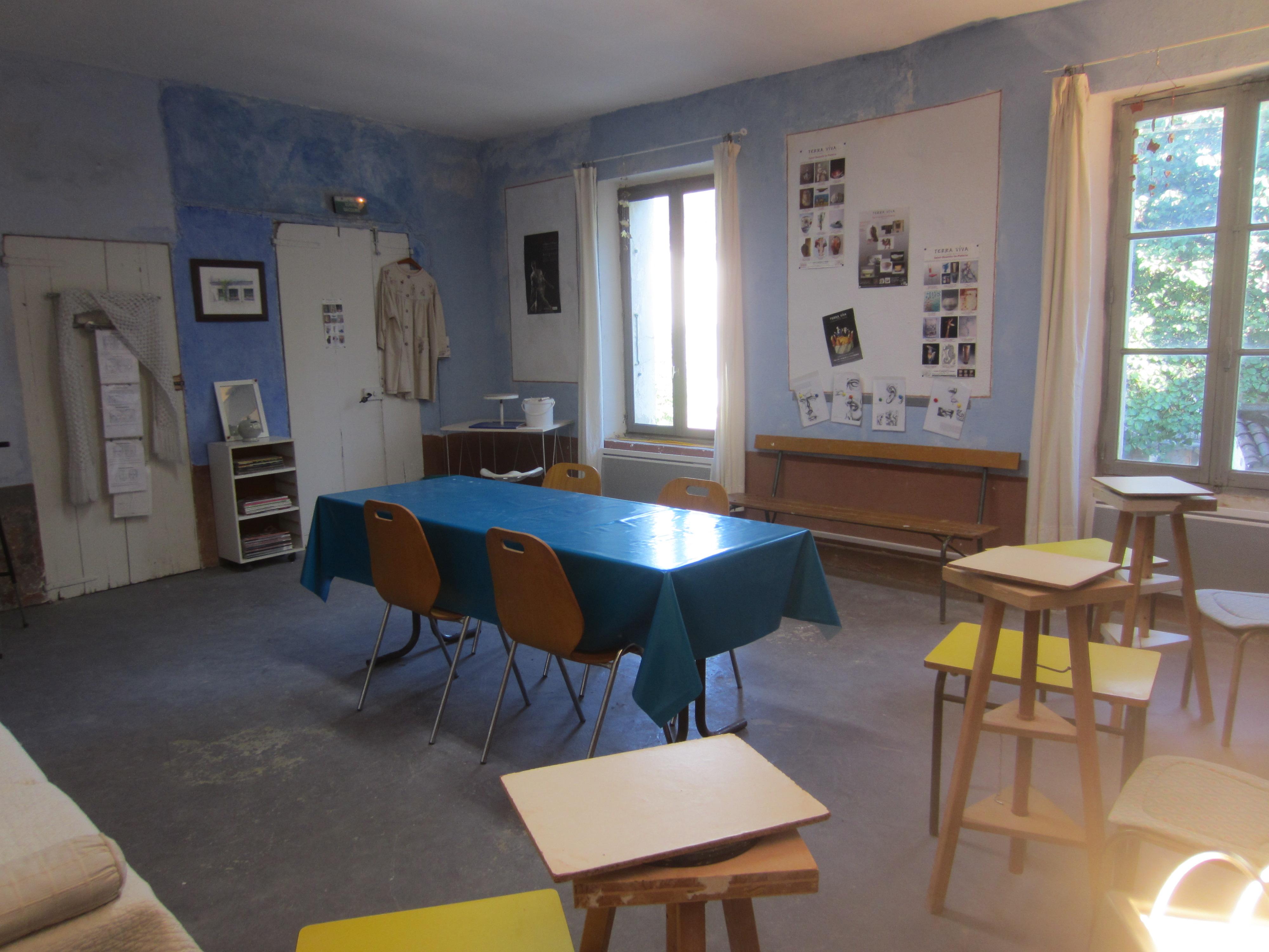 Atelier bleu fenêtres