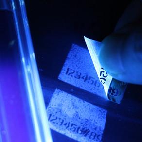 蛍光透過インク | 偽造防止ラベル