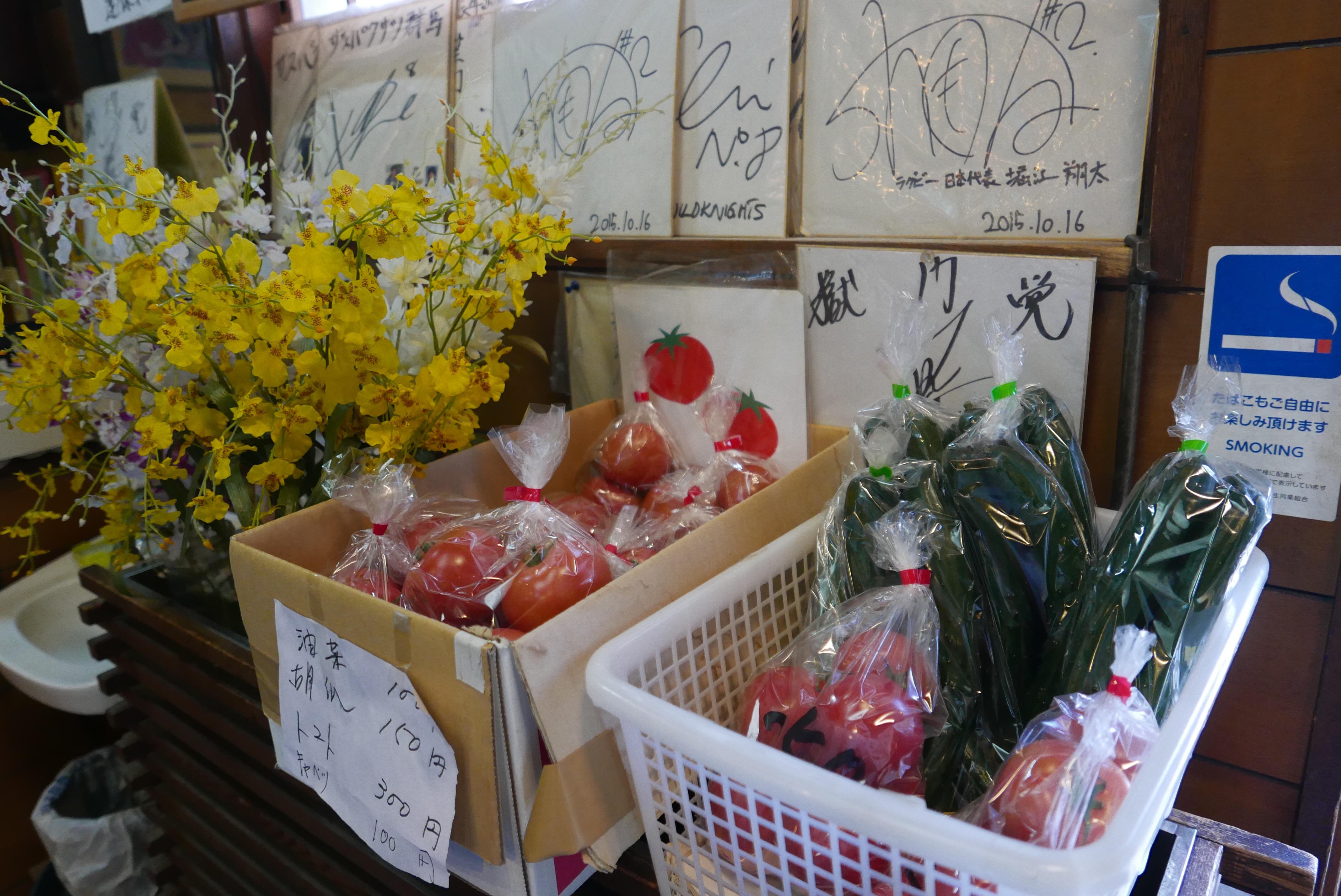 地元の野菜も販売