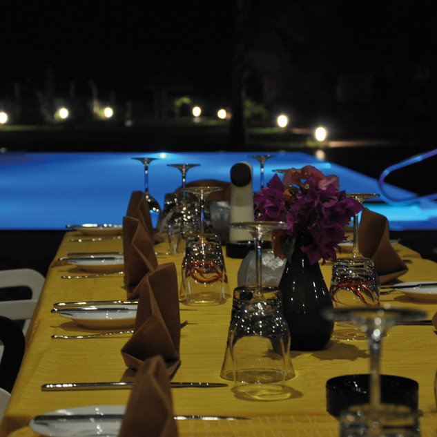 Leo's restaurant by night