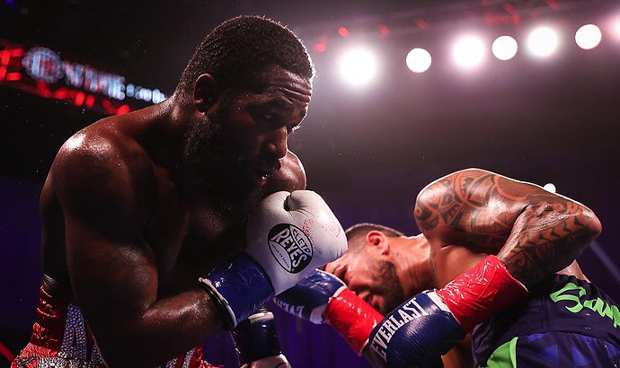 boxing-SHO-Broner-Santiago-Fight-Night-W
