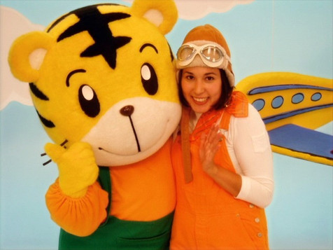 On set with Shimajiro 2004